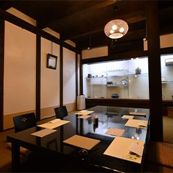 蔵個室 蔵を改装した掘り炬燵式の完全個室